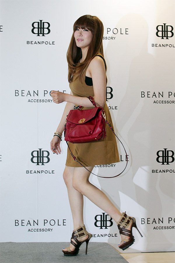 snsd tiffany bean pole fan sign event (11)