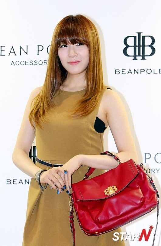 snsd tiffany bean pole fan sign event (43)
