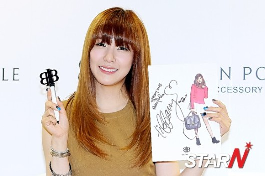 snsd tiffany bean pole fan sign event (46)