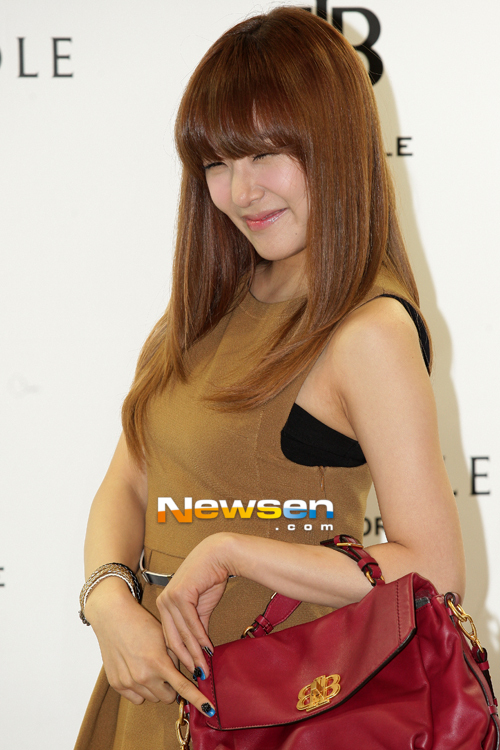 snsd-tiffany-bean-pole-fan-sign-event-53