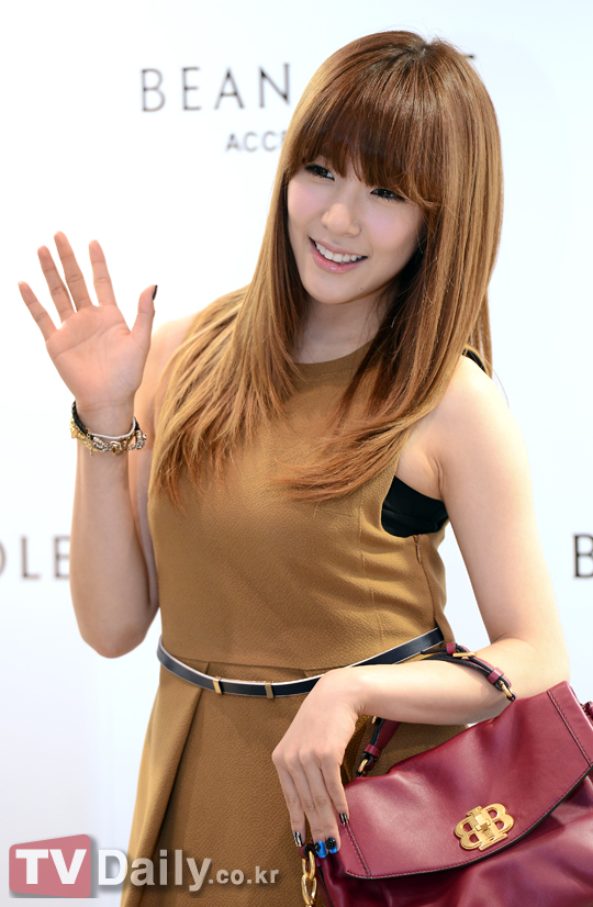 snsd tiffany bean pole fan sign event (8)